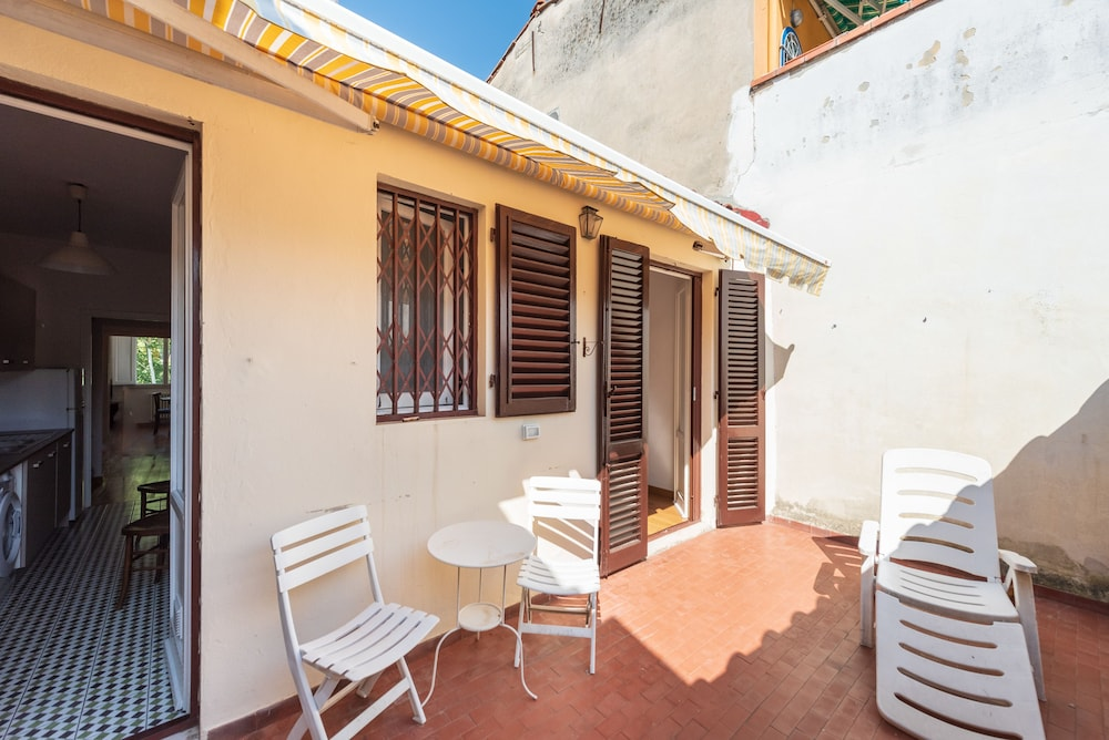 Pitti Cozy Apartment With Terrace