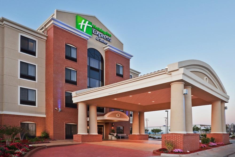 Holiday Inn Express & Suites Yukon