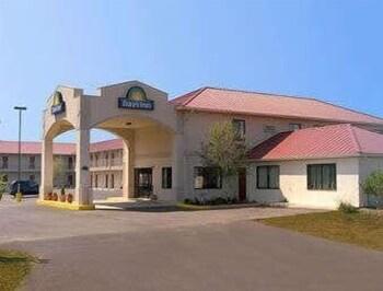 Days Inn by Wyndham Centre in Centre, Alabama