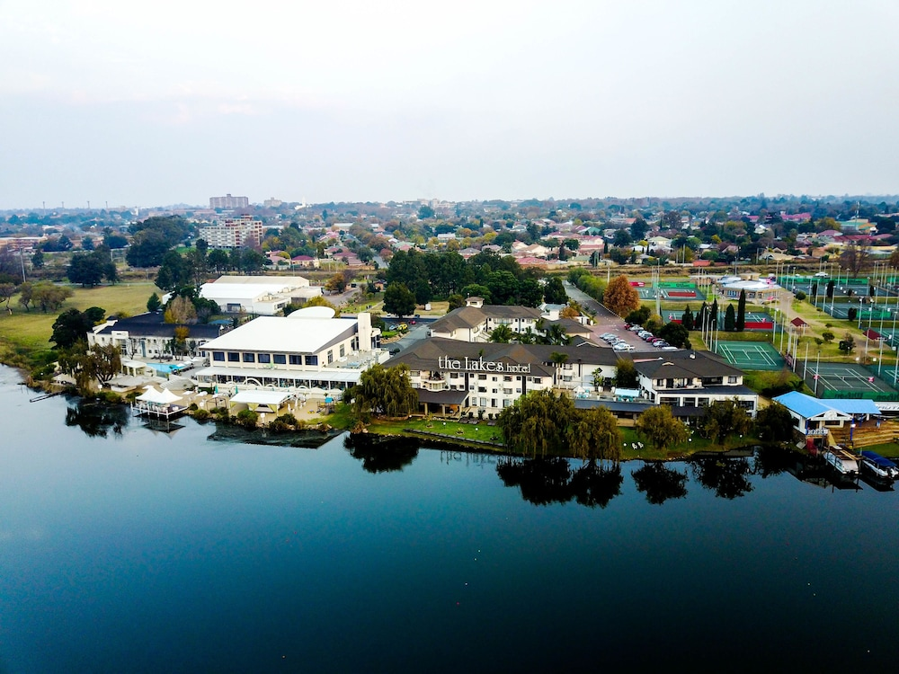 The Lakes Hotel and Conference Centre