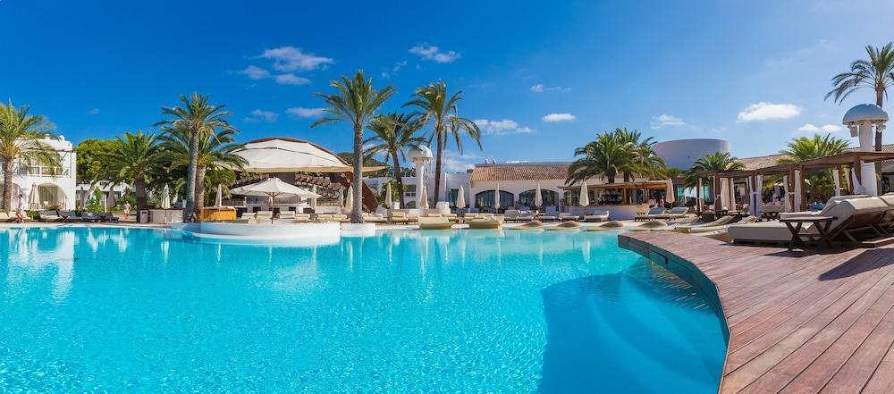 Destino Pacha Resort