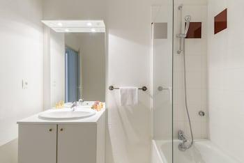 Résidence Lagrange Vacances Les Terrasses du Lac - Bathroom  - #0
