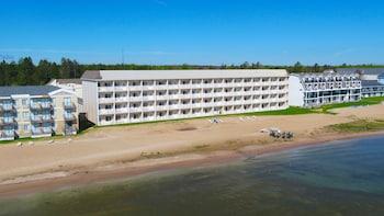 Mackinaw Beach & Bay Inn & Suites - Beach  - #0