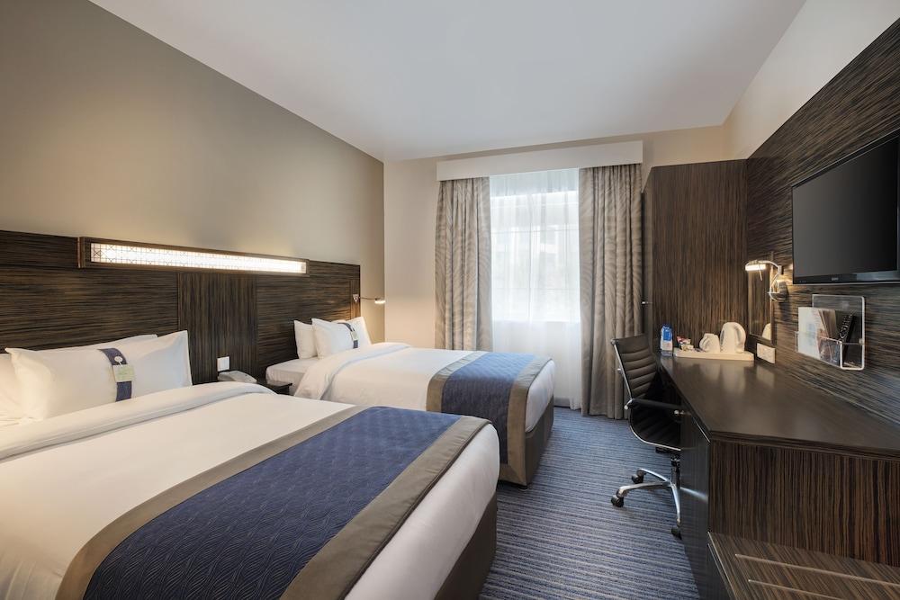 Holiday Inn Express Dubai Safa Park, Dubai 𝐇𝐃 𝐏𝐡𝐨𝐭𝐨𝐬