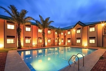 Microtel Inn & Suites by Wyndham Cabanatuan Outdoor Pool
