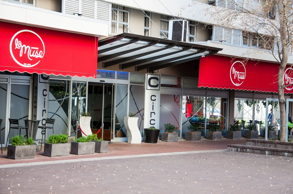 Circa On The Square Hotel