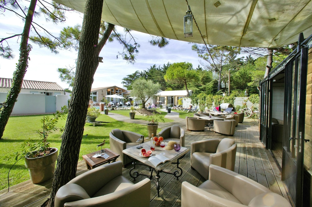 Hôtel Restaurant & SPA Plaisir