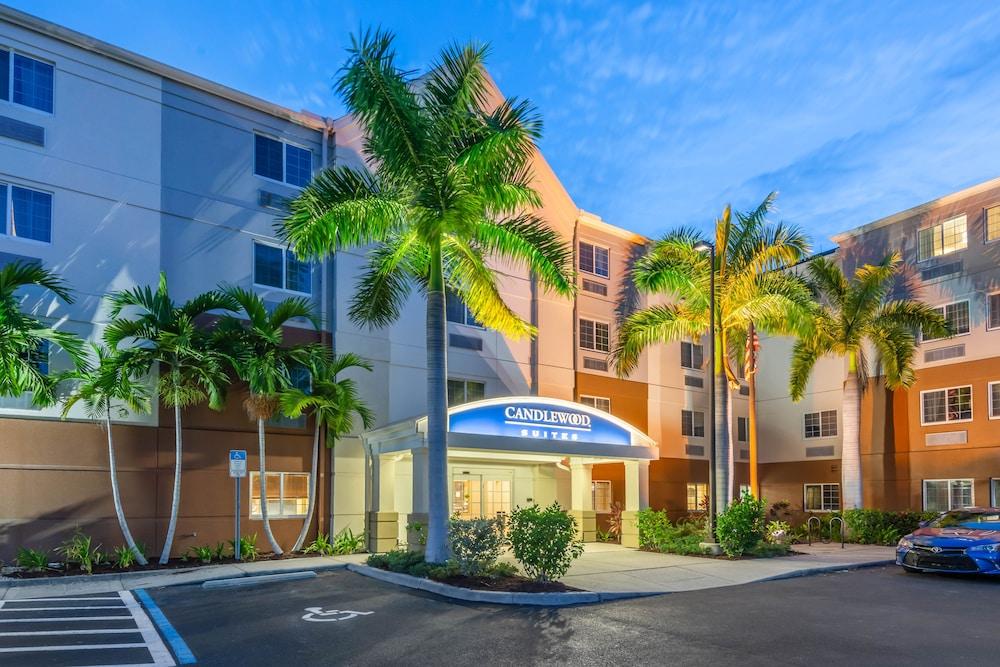 Candlewood Suites Fort Myers Sanibel Gateway