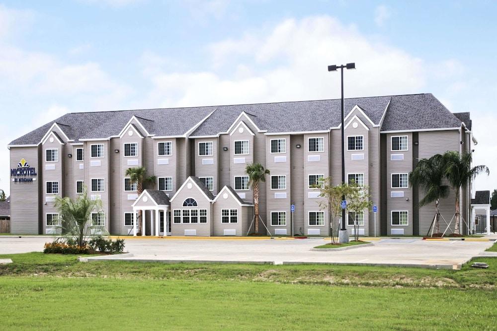 Microtel Inn & Suites by Wyndham Breaux Bridge