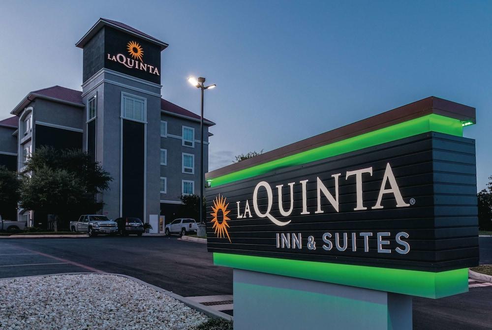 La Quinta Inn & Suites by Wyndham San Antonio Northwest