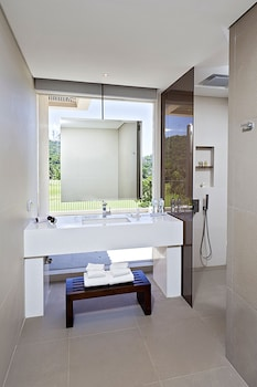 Fairways and Bluewater Resort Boracay Bathroom