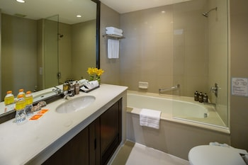 Bandara Suites Silom Bangkok - Bathroom  - #0