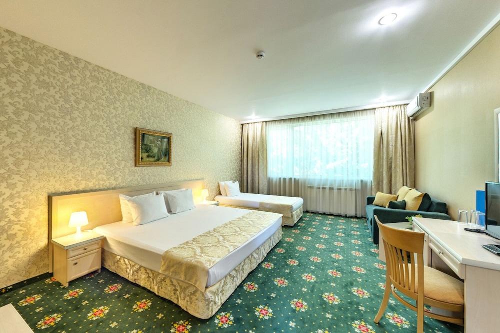 Montecito Hotel