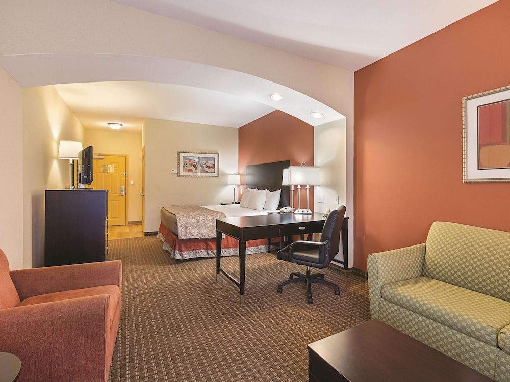 La Quinta Inn & Suites by Wyndham Houston East at Normandy