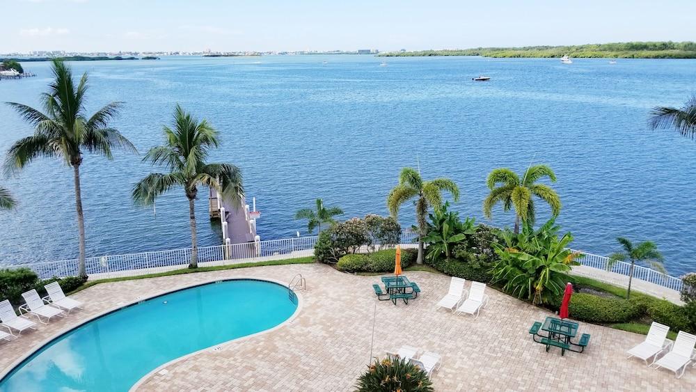 Boca Ciega Resort