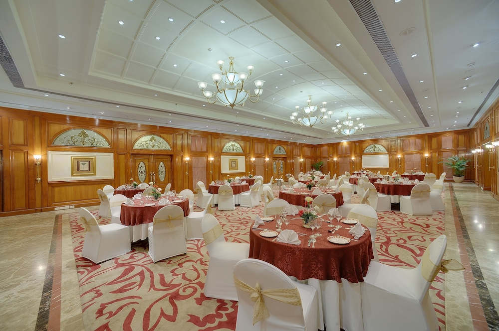 Ballroom/Hall 5 of 40