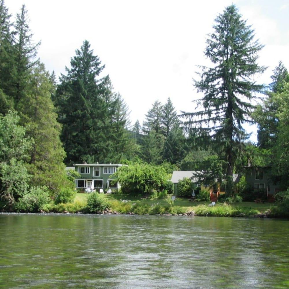 McKenzie River Inn B&B and Cabins
