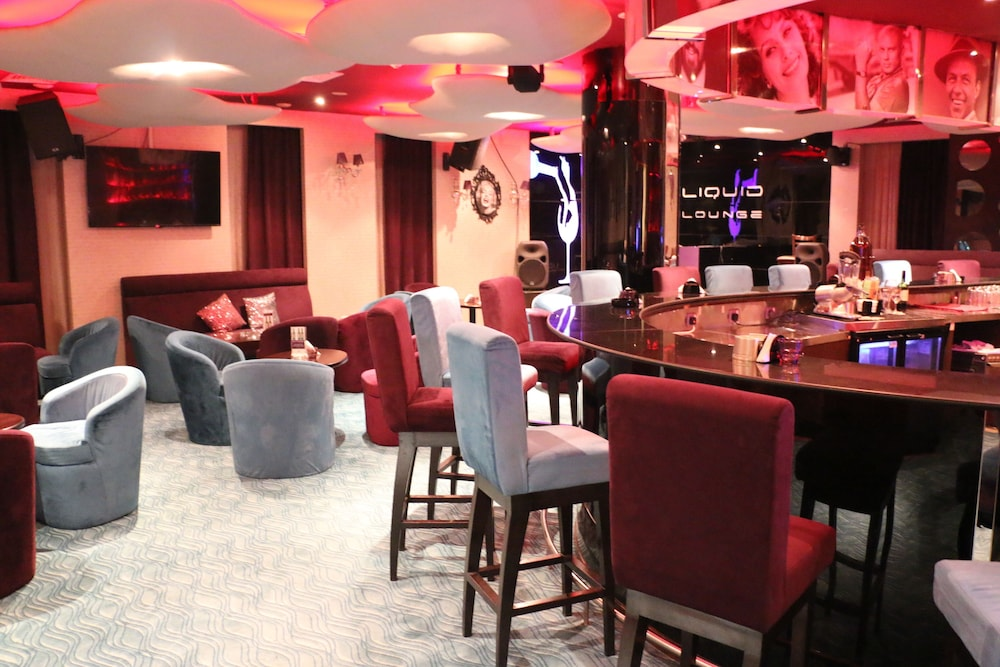 Lounge 38 of 95