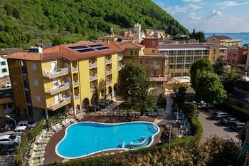 Photo for Hotel Bisesti in Garda