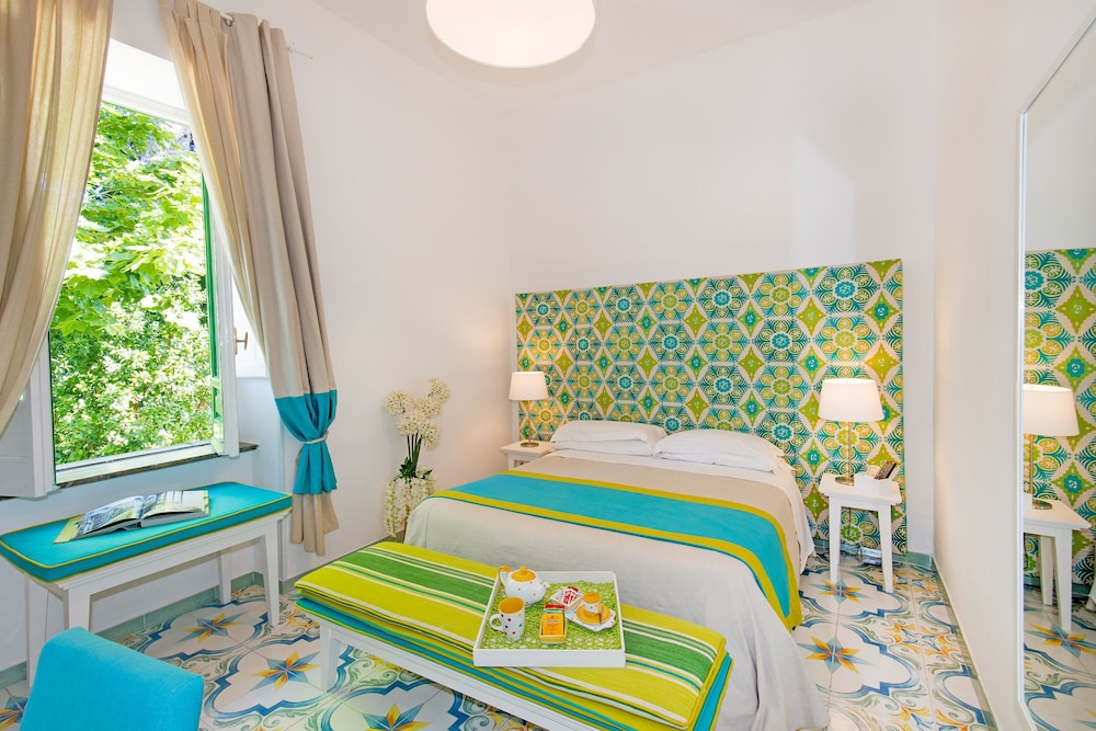 Relais Correale Rooms & Garden