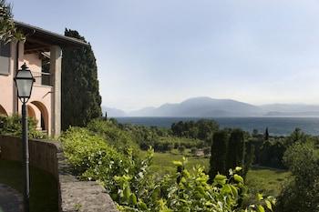 Photo for Residence Castello Belvedere in Desenzano del Garda