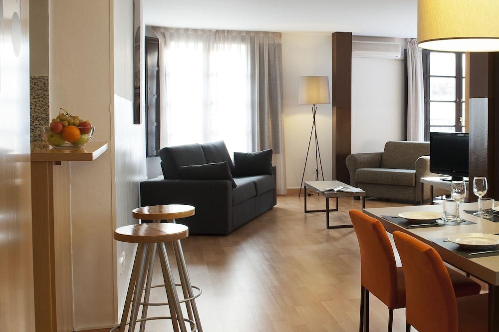 Aspasios Plaza Real Apartments