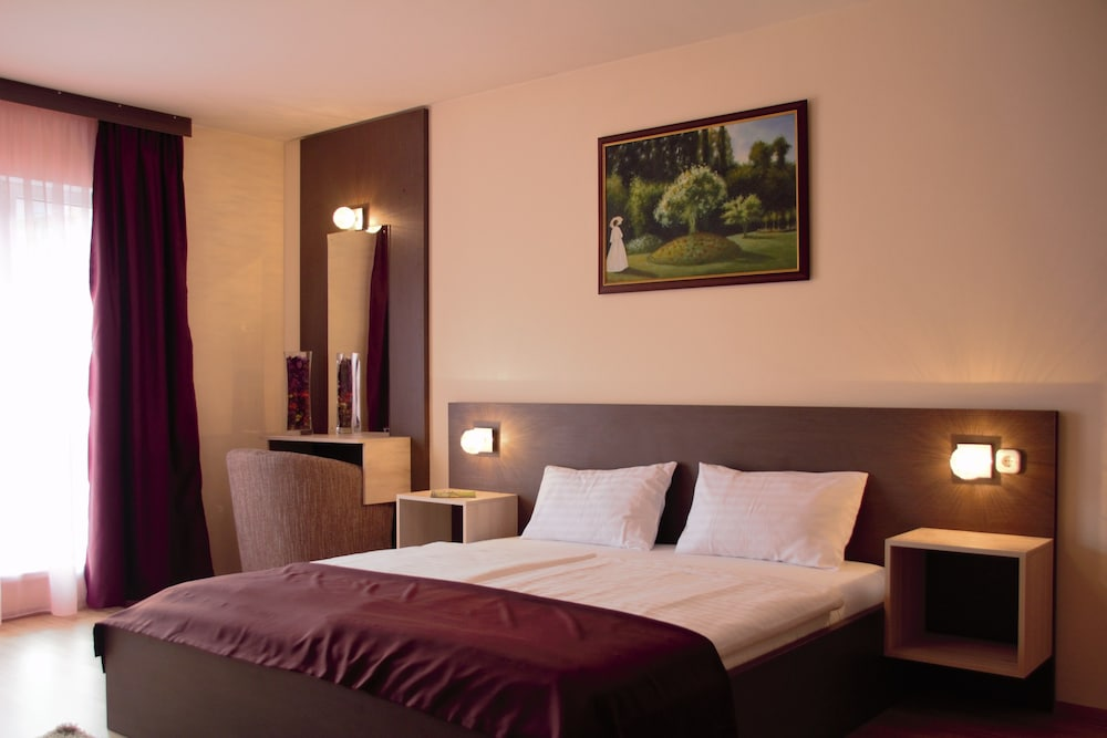 Triple M Hotel
