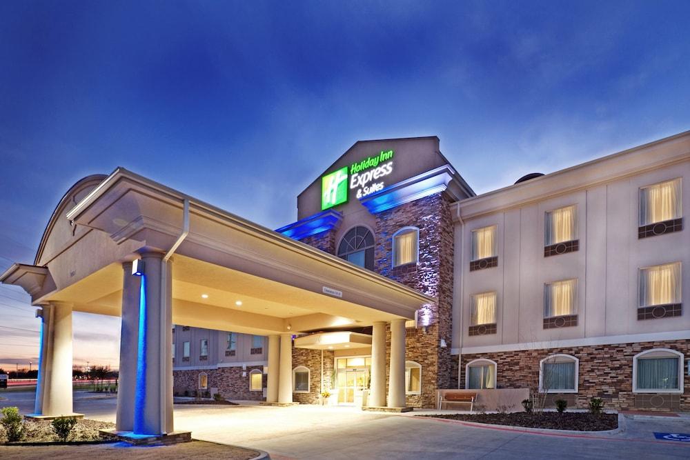 Holiday Inn Express & Suites Cedar Hill