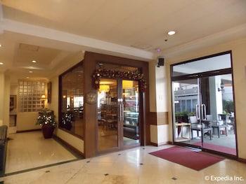 Diplomat Hotel Cebu Interior Entrance