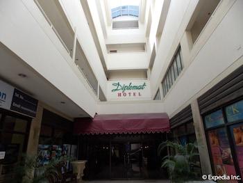 Diplomat Hotel Cebu Courtyard