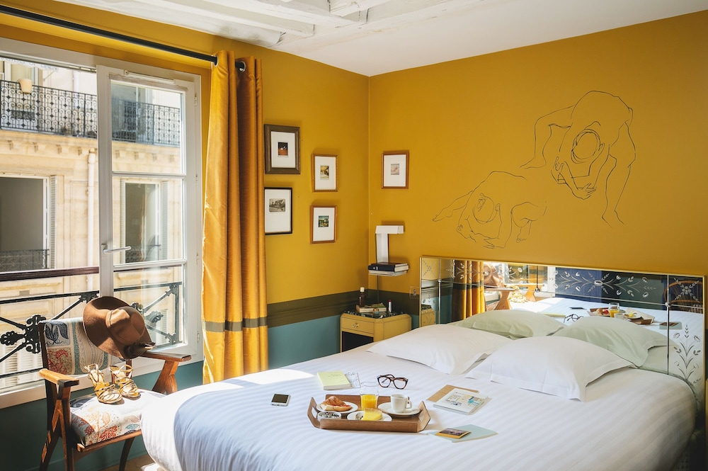 Hotel Crayon by Elegancia