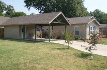 River Rock Bed and Breakfast Cottages in Cleburne, Texas
