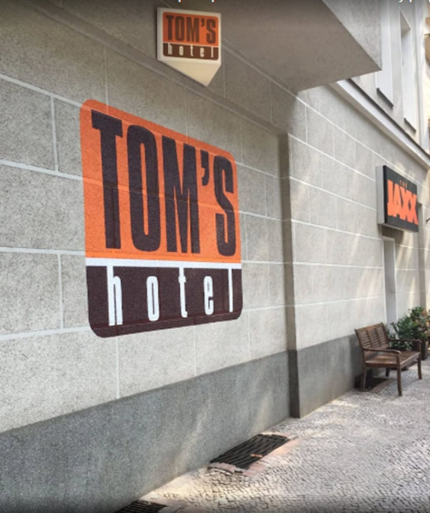 Tom's Hotel - Caters to Gay Men