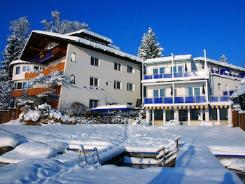Photo for Barry Memle Lake Side Resort in Velden am Woerthersee