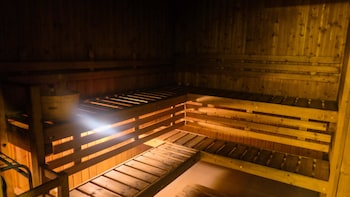 Oakwood Premier Joy Nostalg Center Manila Sauna