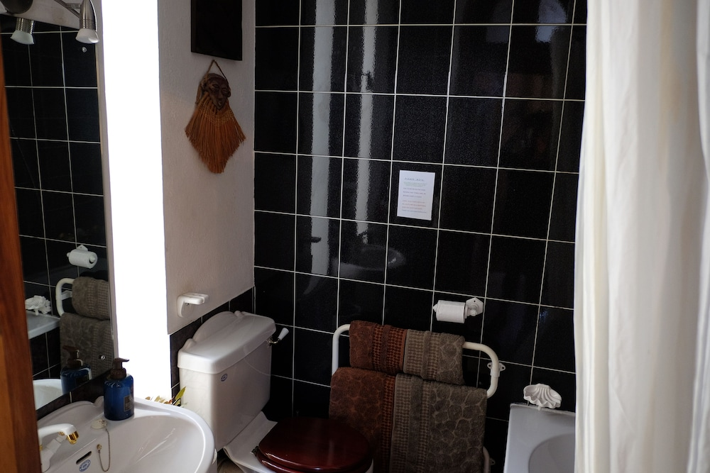 Wondrous Jambo Guest House Cape Town Inr 3740 Off 4298 Home Interior And Landscaping Ologienasavecom