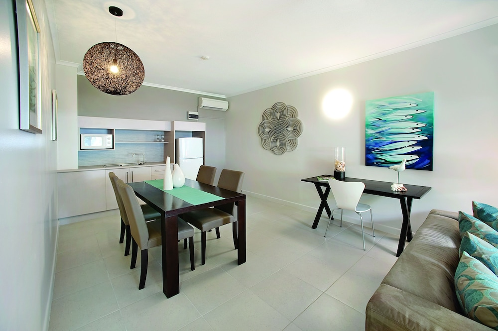Hotels In Mission Beach - Book Hotels in Mission Beach & Get