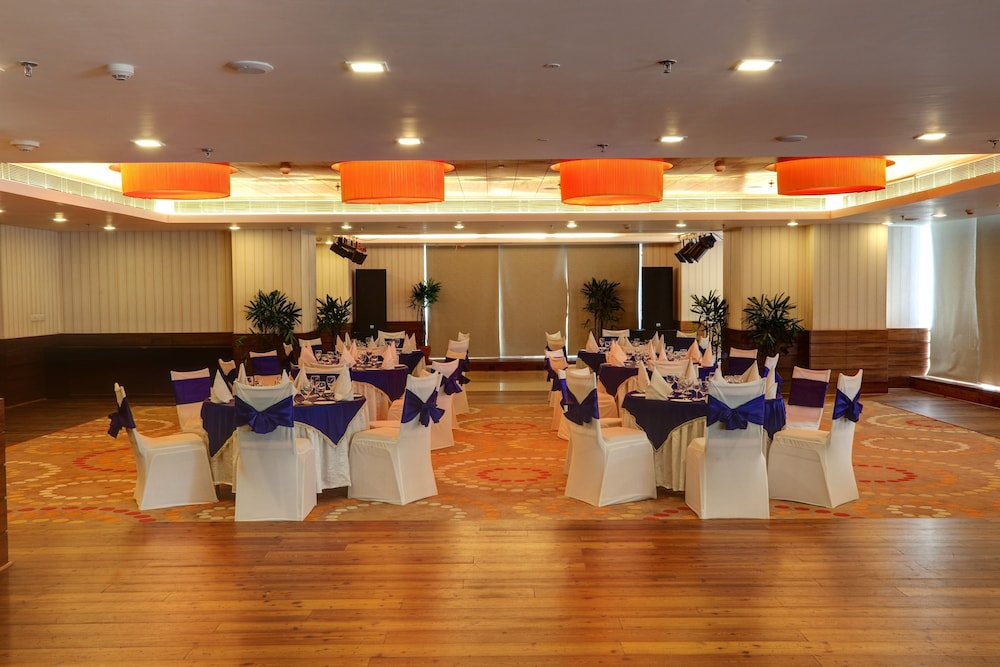 Ballroom/Hall 19 of 46