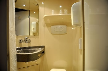 Hotel Première Classe Niort Est - Chauray - Bathroom  - #0