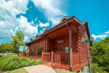 Cabins At Grand Mountain By Thousand Hills Resort