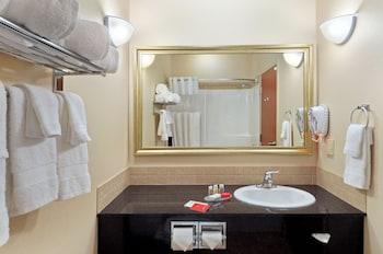Ramada Lac La Biche - Bathroom  - #0