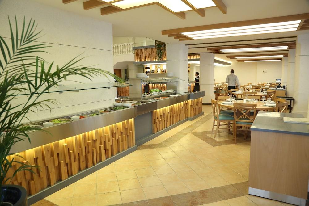 Golden Tulip Serenada Hotel Hamra