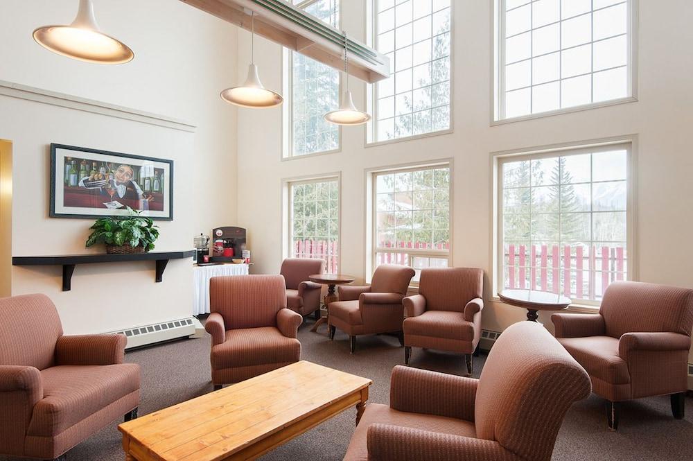 Fernie Slopeside Lodge