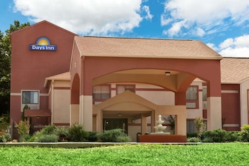 Days Inn by Wyndham Lumberton in Lumberton, Texas