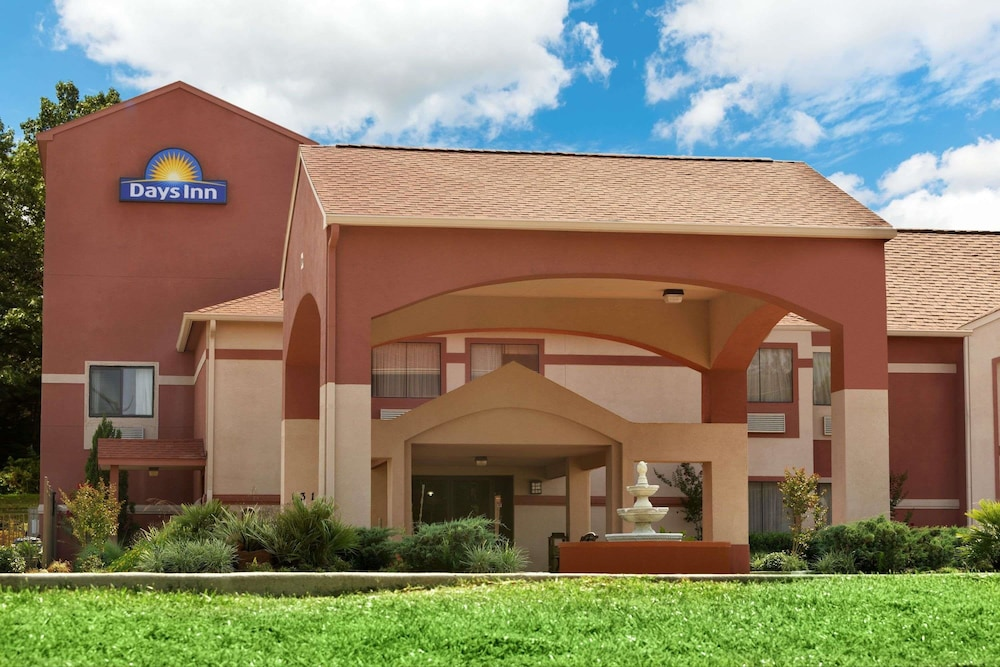 Days Inn by Wyndham Lumberton