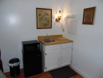 The Queen Anne House Bed and Breakfast - In-Room Kitchenette  - #0