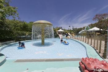Jpark Island Resort & Waterpark Cebu Outdoor Pool