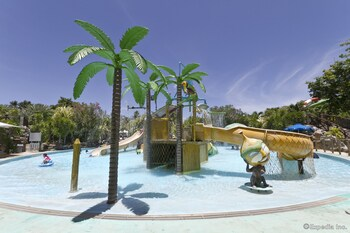 Jpark Island Resort & Waterpark Cebu Childrens Pool