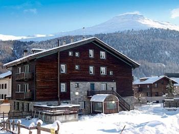 Nuova Villa Residence - Featured Image  - #0