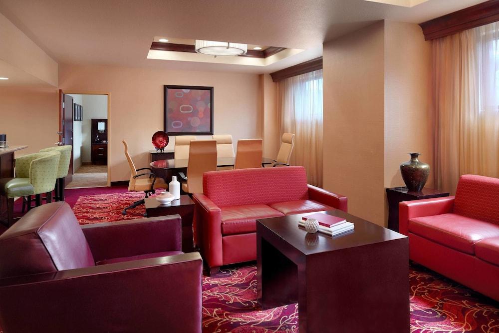 Marriott Bloomington Normal Hotel And